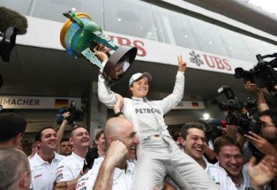 Nico Rosberg in festa (Infophoto)