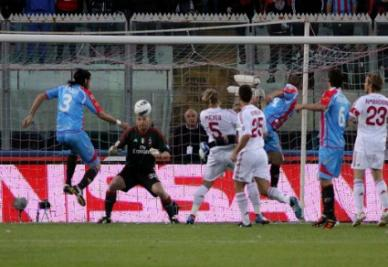 Nicolas Spolli segna contro il Milan (Infophoto)