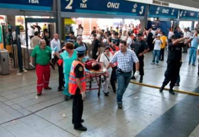 La stazione Once di Buenos Aires dopo l'incidente (Infophoto)