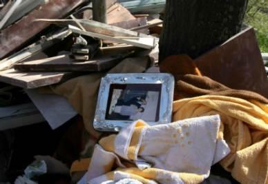 Immagine d'archivio del terremoto dell'Aquila (Infophoto)