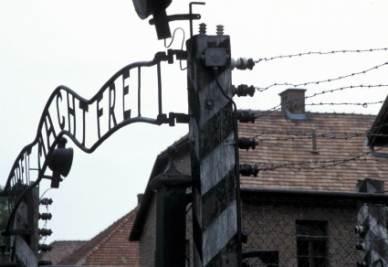L'ingresso di Auschwitz (InfoPhoto)