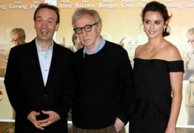 Woody Allen in mezzo a Roberto Benigni e Penelope Cruz (Infophoto)