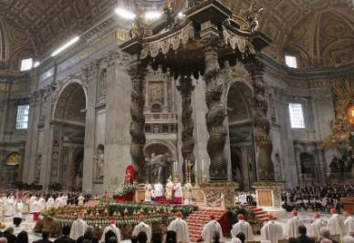 Interno della basilica di San Pietro (InfoPhoto)