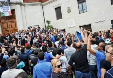 Il corteo di ieri a Pescara (InfoPhoto)