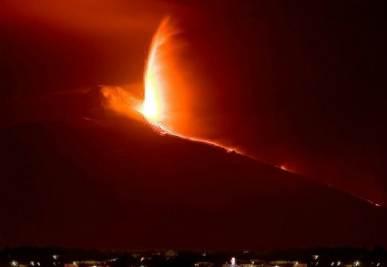 Una eruzione dell'Etna, foto InfoPhoto