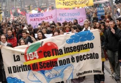 Manifestazione pro aborto a Milano (InfoPhoto)