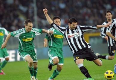 Iaquinta in azione proprio contro il Cesena (Infophoto)