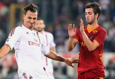 Duello tra Ibrahimovic (sinistra) e Pjanic nella gara d'andata (INFOPHOTO)