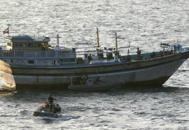 Un controllo militare a una imbarcazione (Foto: Infophoto)