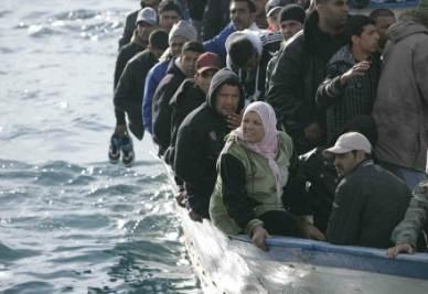 Nuovi barconi in arrivo dalla Libia (InfoPhoto)
