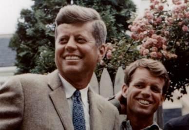 John Fitzgerald Kennedy e il fratello Bob (InfoPhoto)