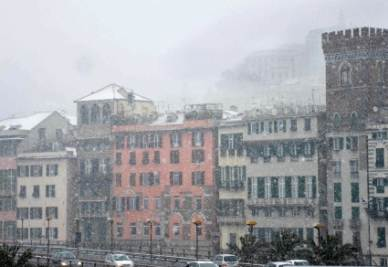 La neve a Genova (Foto InfoPhoto)