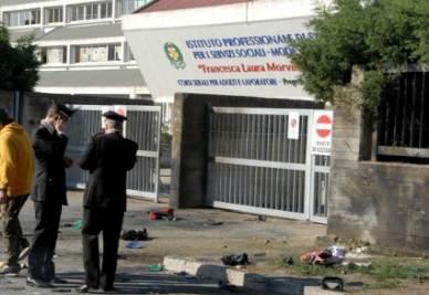Bomba a Brindisi, l'attentato alla scuola