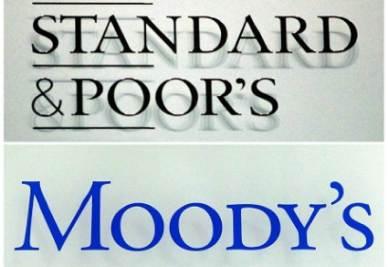 Le insegne di Standard & Poor's e Moody's (Foto: Infophoto)