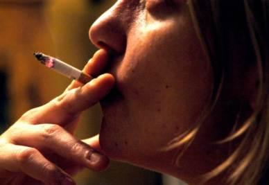 Attenzione, però, fumare fa comunque male alla salute (Foto InfoPhoto)