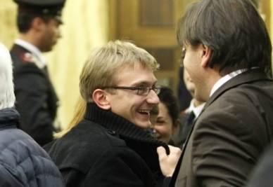 Alberto Stasi con i suoi avvocati (Foto InfoPhoto)