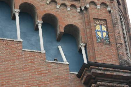 Una chiesa lesionata dal terremoto (Foto: Infophoto)