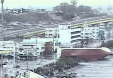 Immagini di repertorio dello tsunami