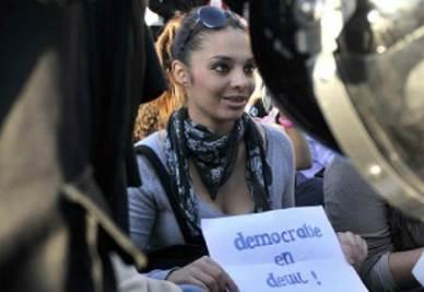 Una manifestante tunisina (Foto: Infophoto)