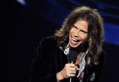 STEVEN TYLER/ Il cantante degli Aerosmith canta l'inno nazionale, ma stona e Twitter lo attacca (video)