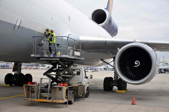 PATRICK SONDERHEINER / Airbus Germanwings, chi è il pilota chiuso fuori dalla cabina da Andrea Lubitz. Un ex collega: era uno dei migliori