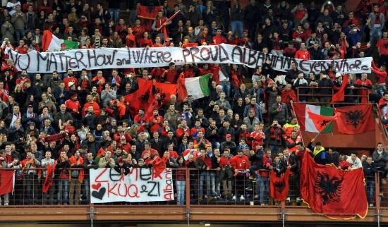 I tifosi dell'Albania a Marassi (Infophoto)