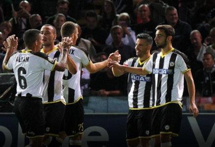 L'Udinese festeggia la vittoria contro l'Empoli