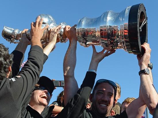 Oracle festeggia la America's Cup 2013 (Infophoto)