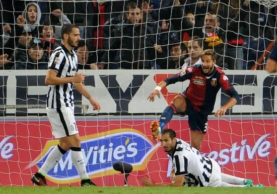 Luca Antonini ha appena segnato: Genoa-Juventus 1-0