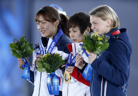Il podio dello short track 500 metri (Infophoto)