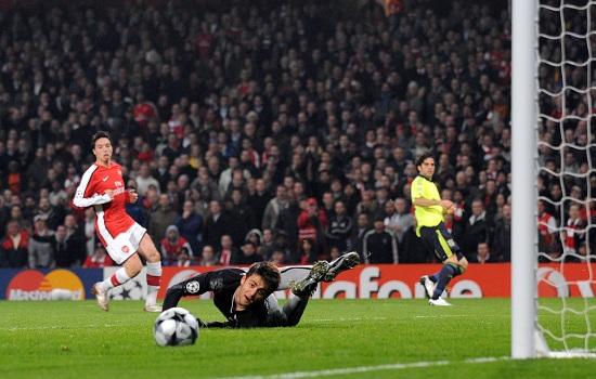 Un'immagine di Arsenal-Fenerbahce del passato (Infophoto)