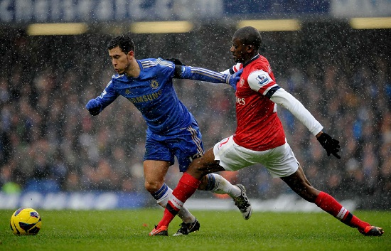 Eden Hazard contro Abou Diaby (Infophoto)