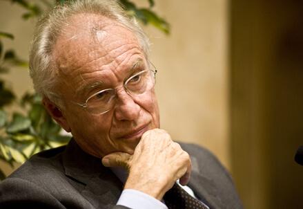 Il presidente di Intesa Sanpaolo, Giovanni Bazoli (Infophoto)