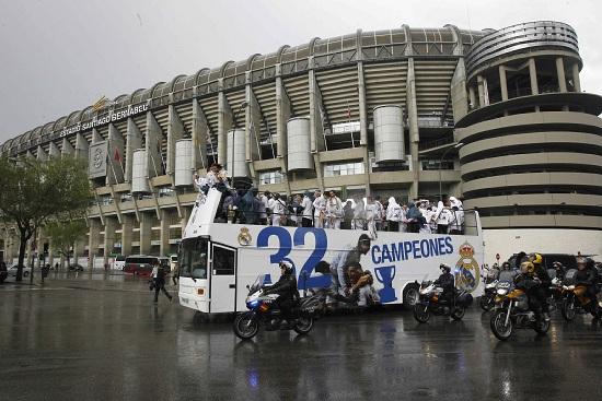 L'esterno dello Stadio Bernabeu (Infophoto)