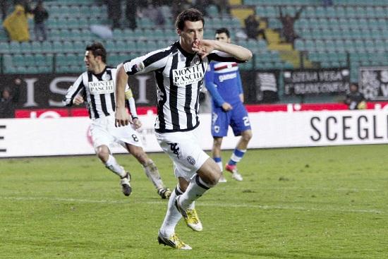 Erjon Bogdani esulta per il gol partita (Infophoto)