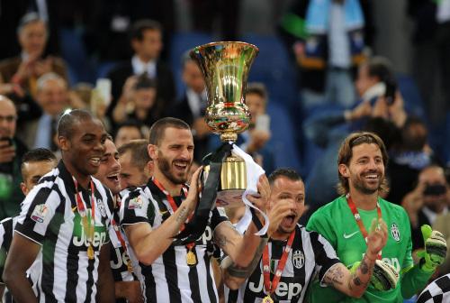 La Juventus festeggia la Coppa Italia 2015 (Infophoto)