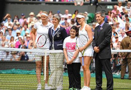 Petra Kvitova (24) ed Eugenie Bouchard (20) alla finale di Wimbledon 2014