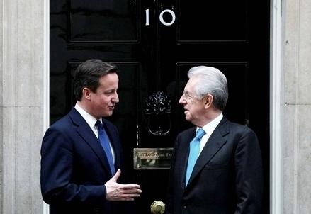 David Cameron e Mario Monti (Infophoto)