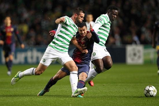 Pedro nella morsa di Ledley e Wanyama: lo scorso anno, 2-1 Celtic (Infophoto)