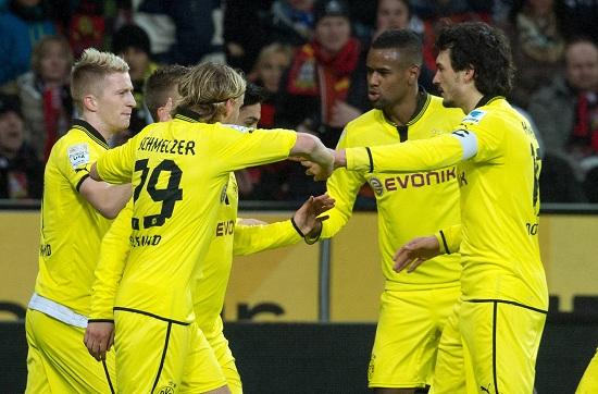 L'esultanza dei calciatori del Borussia Dortmund (Infophoto)