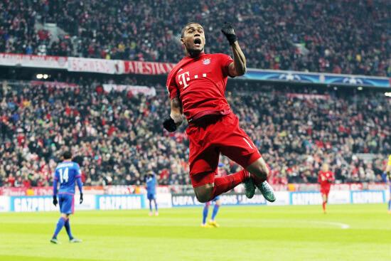 Douglas Costa festeggia il primo gol del Bayern Monaco (Infophoto)