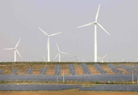 Un impianto eolico (Foto: Infophoto)