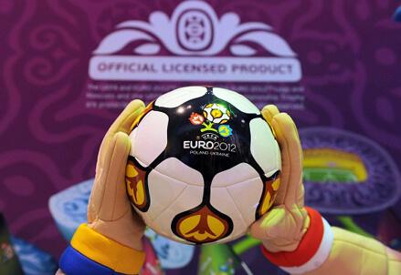 Il Pallone di Euro 2012 (Foto Infophoto)
