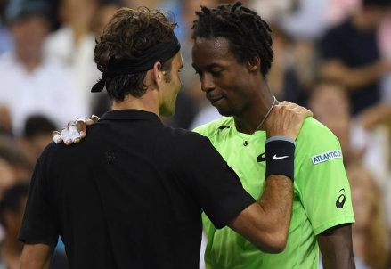 Roger Federer e Gael Monfils: oggi sfidano Tsonga e Wawrinka (Infophoto)