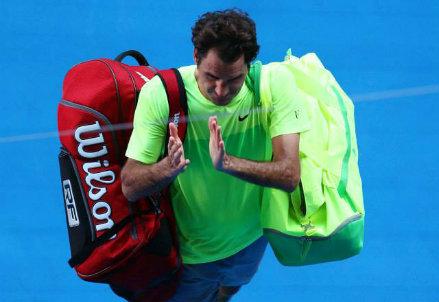 Roger Federer saluta la Rod Laver Arena (dall'account facebook.com/AustralianOpen)