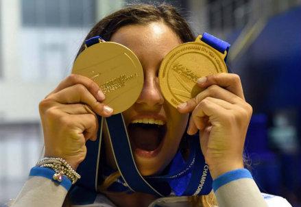 La gioia di Rossella Fiamingo, 23 anni: medaglia d'oro mondiale nella spada a Kazan 2014