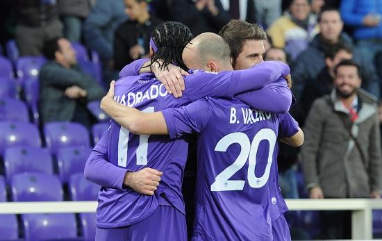 La Fiorentina esulta per la vittoria (Infophoto)