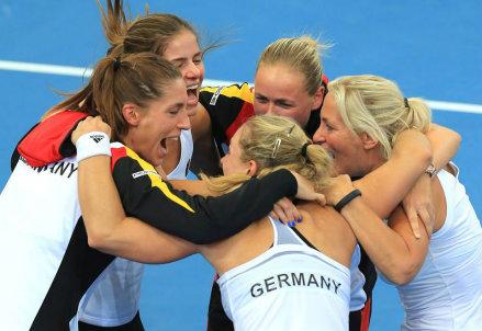 La Germania festeggia la qualificazione alla finale di Fed Cup 2014