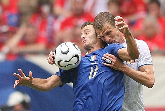 Alberto Gilardino contro la Repubblica Ceca (Infophoto)