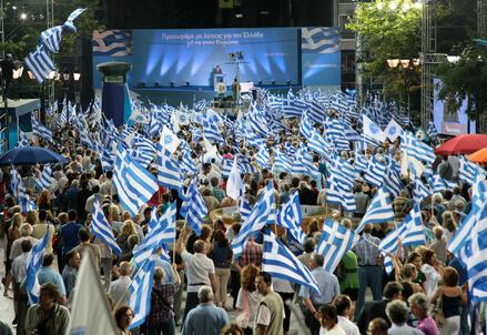 Una manifestazione in Grecia (Infophoto)